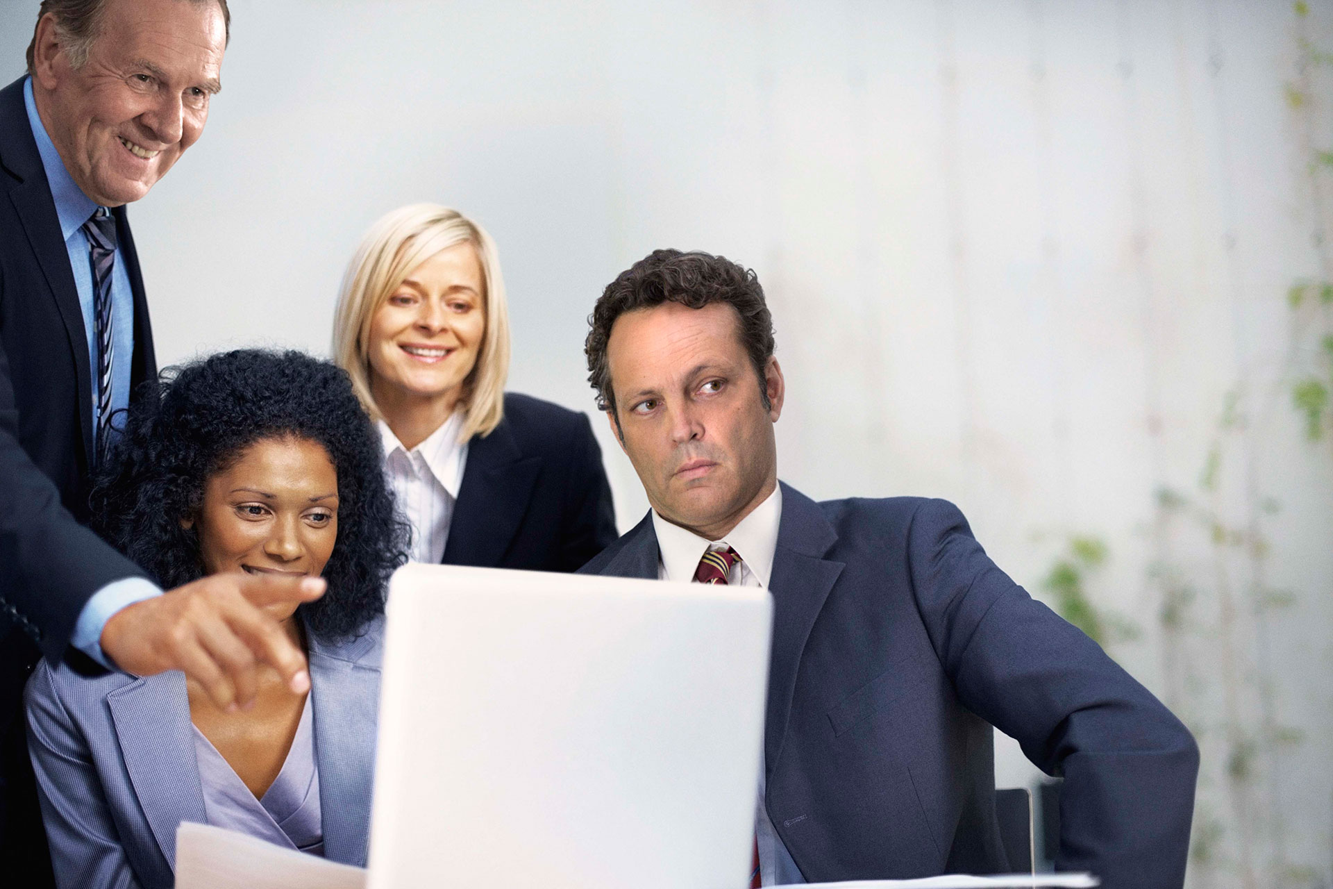 4-ways-to-improve-information-sharing-in-the-workplace